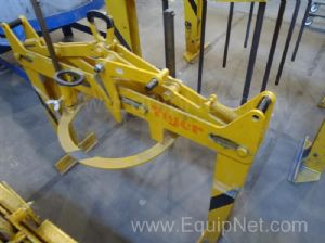 One lot of four 500 and 1000 kg Lifting Clamps - Grapple