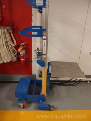 Genie 400lbs Hand Operated Lift