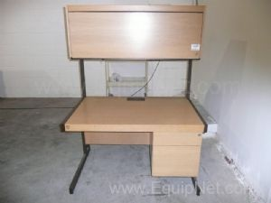 Desk with overhead storage - 1 lot of 2