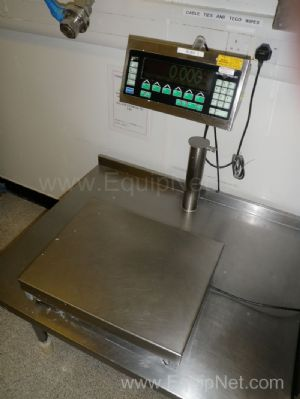 Mettler Toledo ID7 Stainless steel Bench mounted Platform Scales and separate Panel