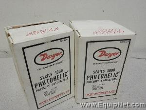 (2) Dwyer Series 3000 Photohelic Pressure Switches