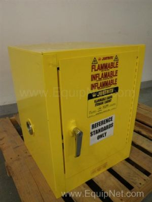 Justrite 25400  40-Gallon Capacity Flammable Liquid Storage Cabinet