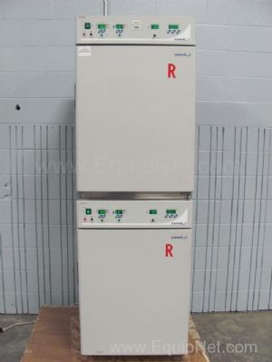 VWR Scientific 2475 T/B Water Jacketed Double Stack CO2 Incubator