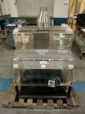 Flow Sciences Model 10300 Balance Enclosure with 4710 Fan Filtration System