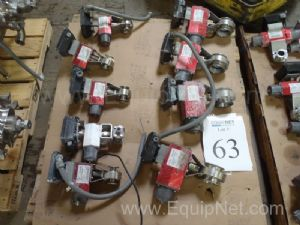 Lor of (8) Remote controle (3) RC 30 and (5) RC -10