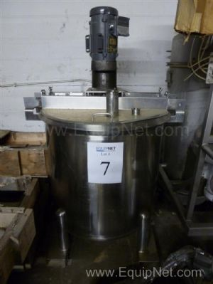 500 Gallon Stainless Steel Tank with Agitator