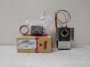 Lot of 3 Honeywell and Robertshaw Thermostats