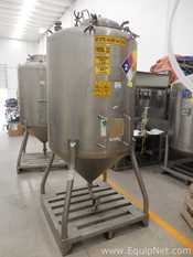 Stainless Fabrication Stainless Steel Vertical 1000 L Tank